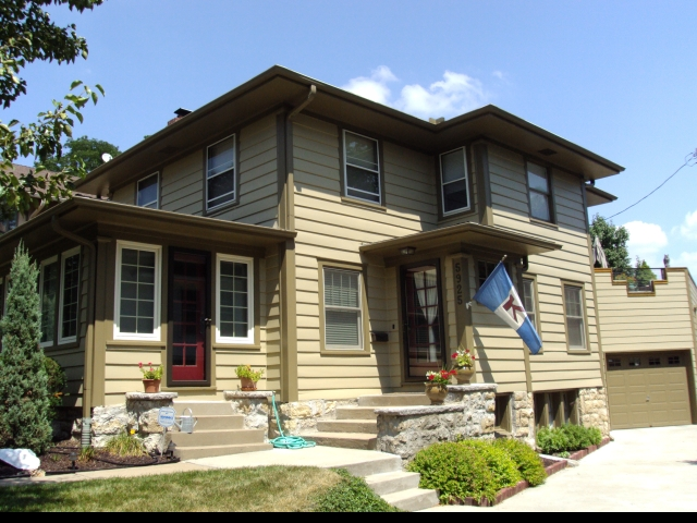 Cost exterior paint job painting prices professional - Average price to paint exterior of house ...